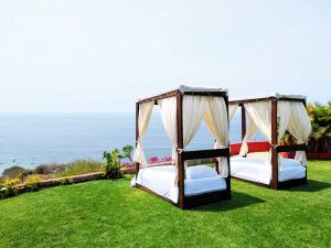 Treasure-by-the-sea---new-outdoor-lounge-beds2